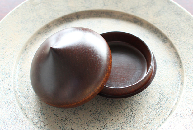 New-Lacquerware-in-the-Shop-by-Maiko-Okuno-8