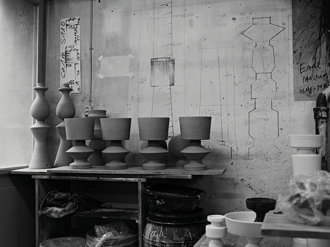 A-Form-Sitting-in-Empty-Space---Vases-&-Bowls-by-Linck-Ceramics-8