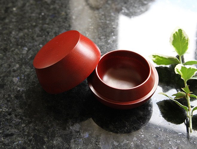Objects that Glimmer - Lacquerware by Maiko Okuno at OEN Shop 4