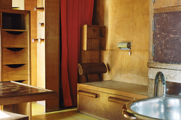 A Look Inside Le Cabanon By Le Corbusier Oen