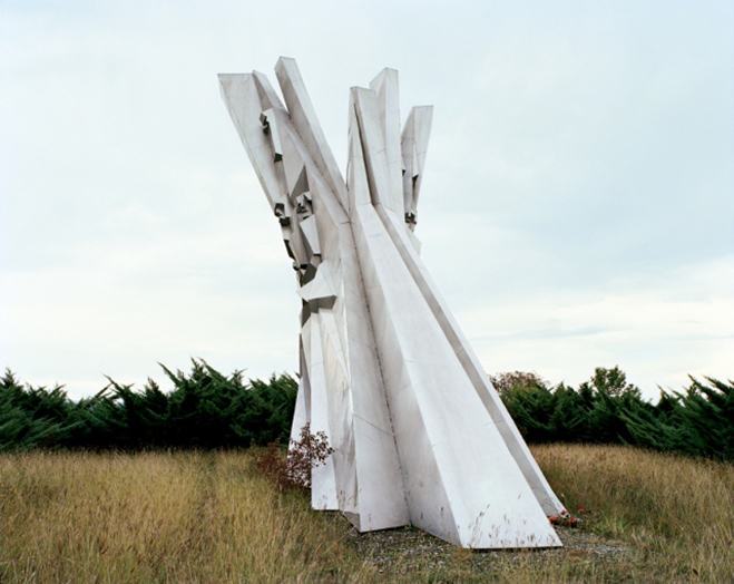 Spomenik,-The-Monuments-of-Former-Yugoslavia-by-Jan-Kempenaers-3
