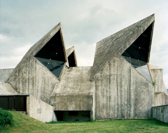Spomenik,-The-Monuments-of-Former-Yugoslavia-by-Jan-Kempenaers-9