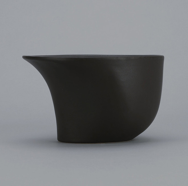 Altering-Traditional-Utilitarian-Forms---Ceramics-by-Ian-Aandersson-2