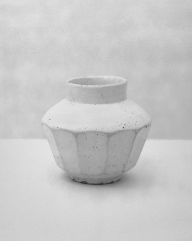 In-the-Pursuit-of-White---Porcelain-Vessels-Photographed-by-Bohnchang-Koo-8